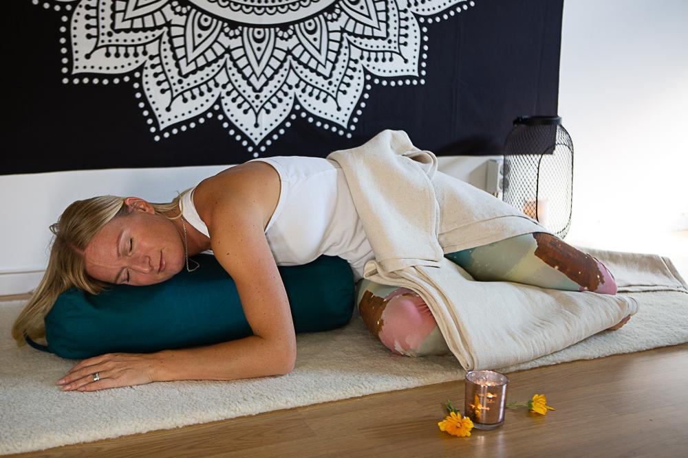 Vila med restorative yoga 24/11 kl 9
