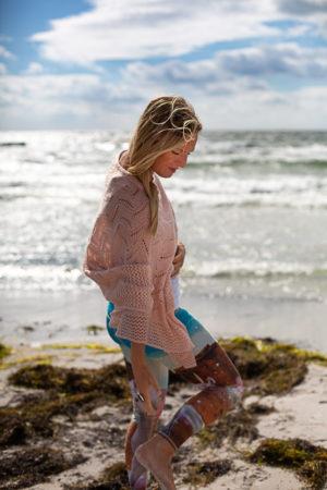 barfota i sanden
