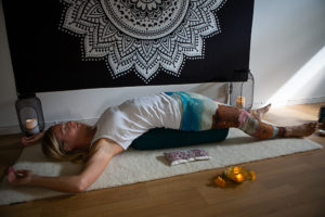Online live yinyogakurs 10st ons kl 18.45. 17/2-16/6